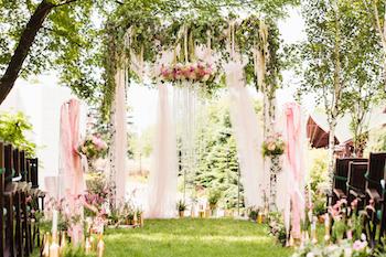 ide dekorasi pernikahan bertema alam