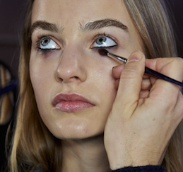 Fifty Shades of Grey Jadi Inspirasi Beauty Trends Fall '15