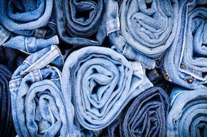 Cara Mencuci Pakaian Berbahan Denim yang Baik dan Benar