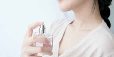 6 Cara Memakai Parfum yang Benar Agar Lebih Tahan Lama