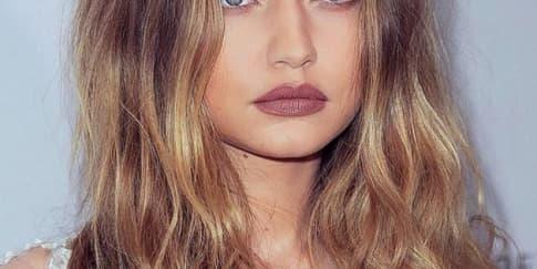 5 Gaya Lipstik Matte Cokelat ala Artis