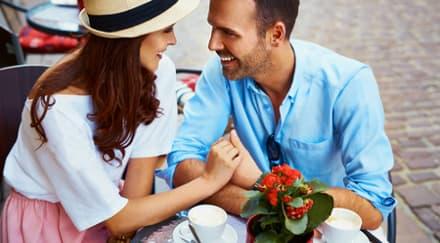 5 Tanda Jatuh Cinta Pada Pandangan Pertama