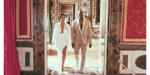 Ulang Tahun Pernikahan, Kim Kardashian Pamer Foto Pernikahan