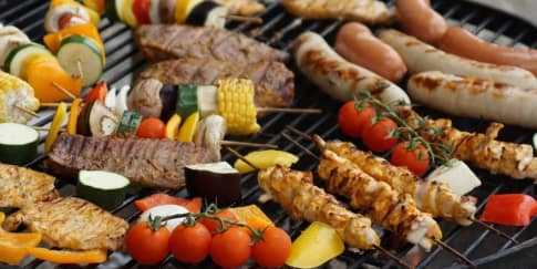 7 Menu Makanan yang Harus Ada Saat Perayaan Tahun Baru
