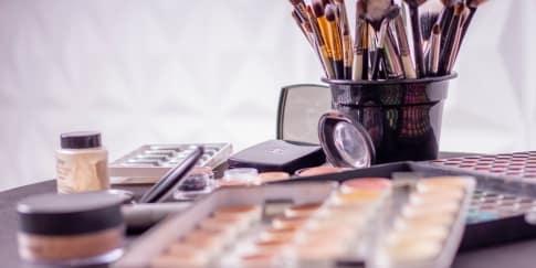 7 Produk dan Alat Makeup yang Tak Boleh Dipakai Bersama