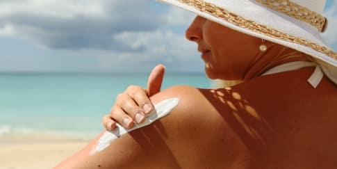 7 Rekomendasi Sunscreen Terbaik Untuk Liburan di Pantai