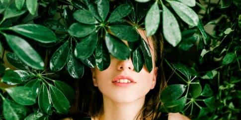 7 Tanaman Herbal Yang Dipercaya Membuat Kulit Awet Muda