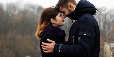 7 Tanda Anda Benar-Benar Sedang Jatuh Cinta