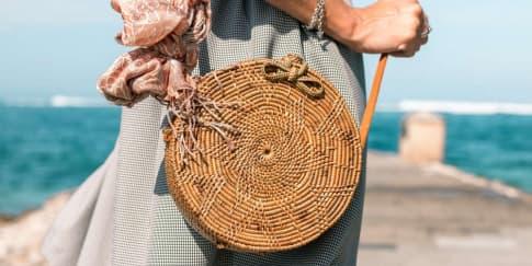 7 Tas Unik untuk Melengkapi 'Beach Look' Tahun Ini