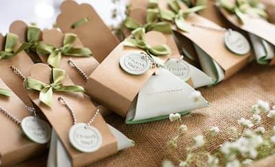 8 Ide Souvenir Pernikahan yang Berguna