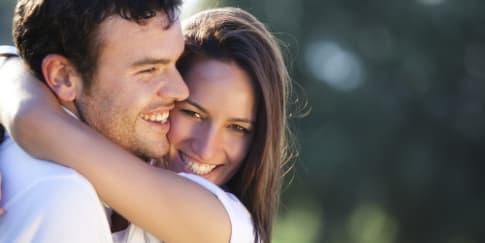 5 Cara Berkenalan dengan Pria Asing
