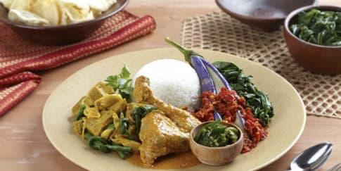 Nikmatnya Jamuan Peranakan Padang