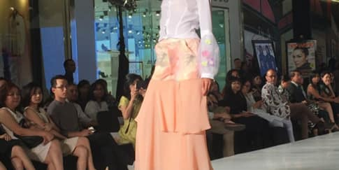 Penampilan Raffles Institute of Higher Education di Surabaya Fashion Week 2015
