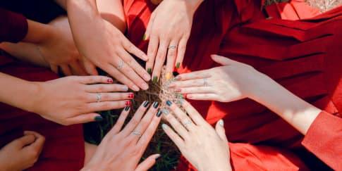 8 Inspirasi 'Nail Art' untuk Menyambut Hari Natal