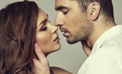 5 Teknik Ciuman yang Akan Buat Pria Tergila-gila