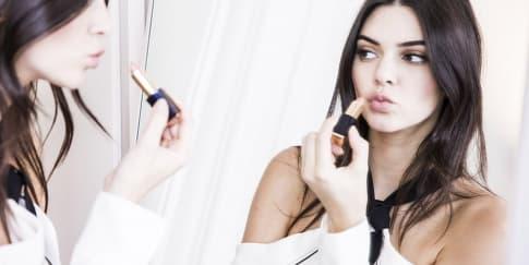 Produk Kecantikan yang Selalu Dibawa Kendall Jenner