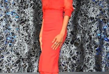 Spotted: Zoe Saldana Mengenakan Givenchy