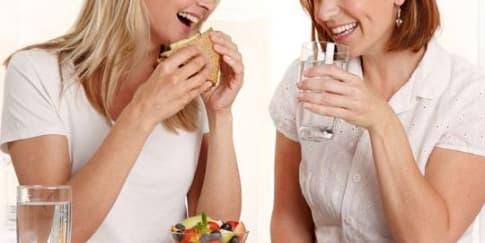Tidak Minum Air Putih Setelah Makan, Dosa Besar!