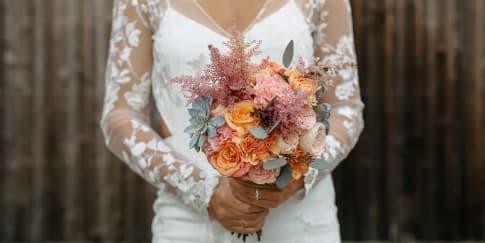 Alasan Pengantin Wanita Membawa Buket Bunga