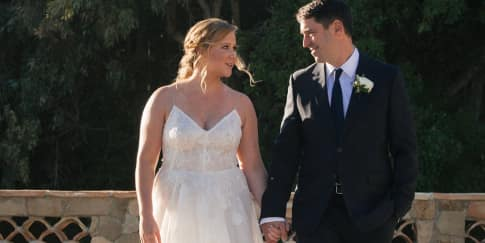 Amy Schumer Menikah Dengan Chris Fischer