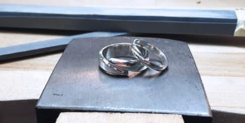 Buat Cincin Pernikahan Sendiri di Hatton Studios