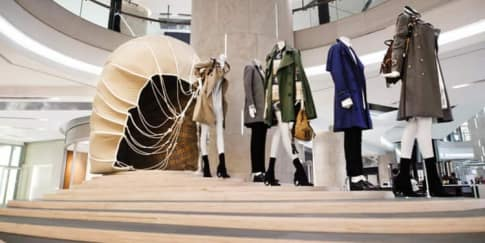 Burberry Hadirkan Pameran Tales of A Trench Coat