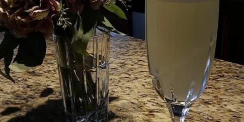 Cara Membuat Koktil Gin Fizz