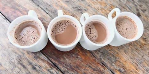 Cara Membuat Susu Cokelat Panas untuk Vegetarian