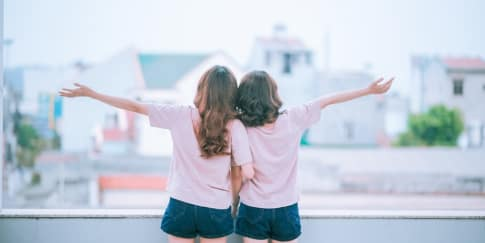 Cara Mendapat Pacar Dengan Memasang Foto Bersama Teman