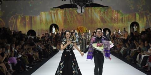 Denny Wirawan Persembahkan Koleksi Balijava Batik Kudus