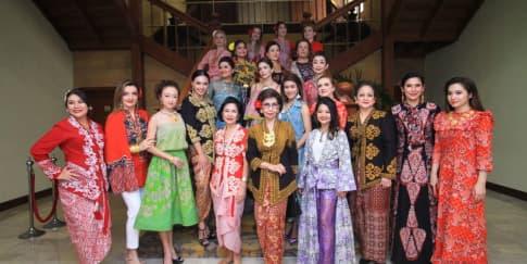 Eksplorasi Busana Batik dan Kebaya Dari Alleira Batik