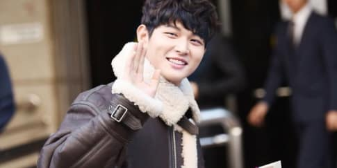 Gantengnya Lee Seo Won di Film About Time