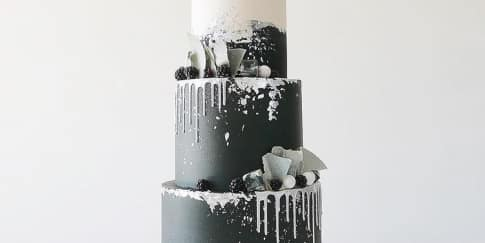 Inspirasi Kue Pengantin Berwarna Hitam