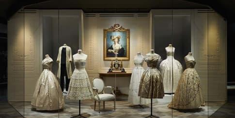 Intip Pameran Dior di Paris