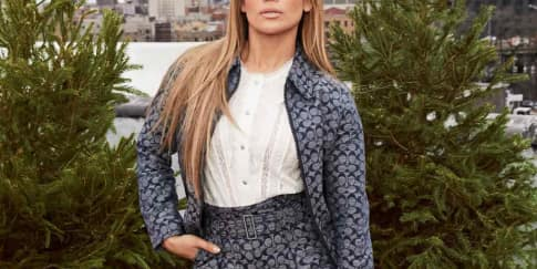 Jennifer Lopez Dan Koleksi Coach Signature Chambray