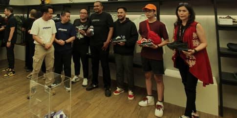 Kemeriahan Pembagian Sepatu 'Rare Sneakers' Di Atmos