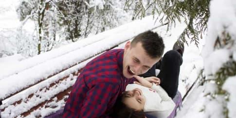 Keuntungan Berpacaran Dengan Pria Humoris