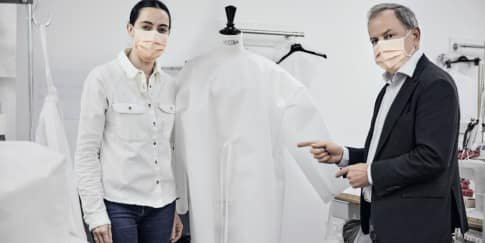 Louis Vuitton Membuat Ribuan Pakaian Rumah Sakit