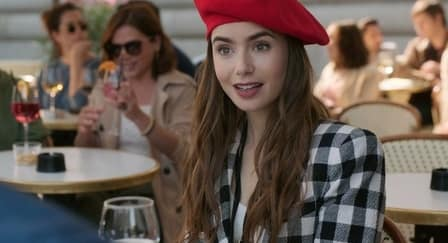 Lily Collins Ceritakan Proses Syuting Emily in Paris