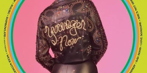 Miley Cyrus Luncurkan Video Klip Baru Younger Now