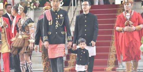 Parade Pakaian Adat di Upacara Peringatan HUT RI 73