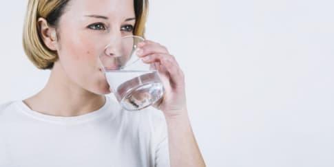 Pentingnya Minum Air Mineral yang Terstruktur