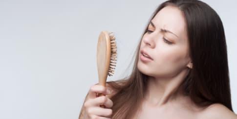 Penyebab Rambut Rontok yang Paling Umum