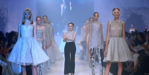 Peragaan Busana Koleksi Eisberg Monica Ivena Couture