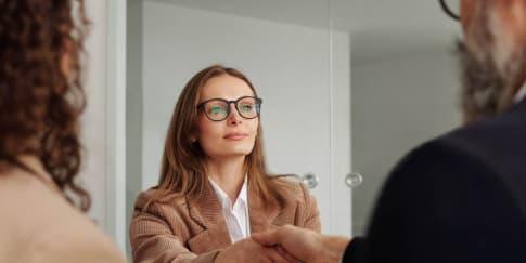 Ini 2 Alasan Pria Lebih Tertarik Dengan Wanita Karier