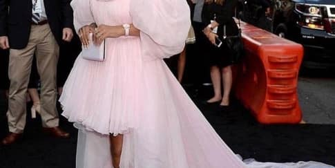 Rihanna Persiapkan Lini Kecantikan Fenty