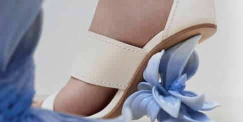Wajib Punya: Sandal 'Flower Heels' Alexander McQueen