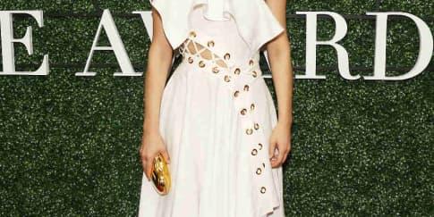Spotted: Amber Valletta Mengenakan Alexander McQueen
