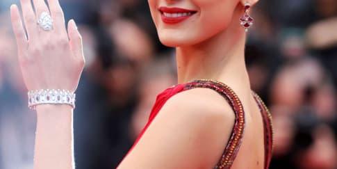 Spotted: Bella Hadid Mengenakan Perhiasan Bvlgari