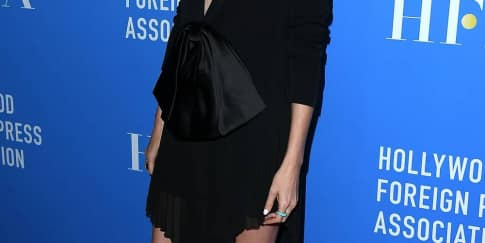 Spotted: Charlize Theron Mengenakan Givenchy